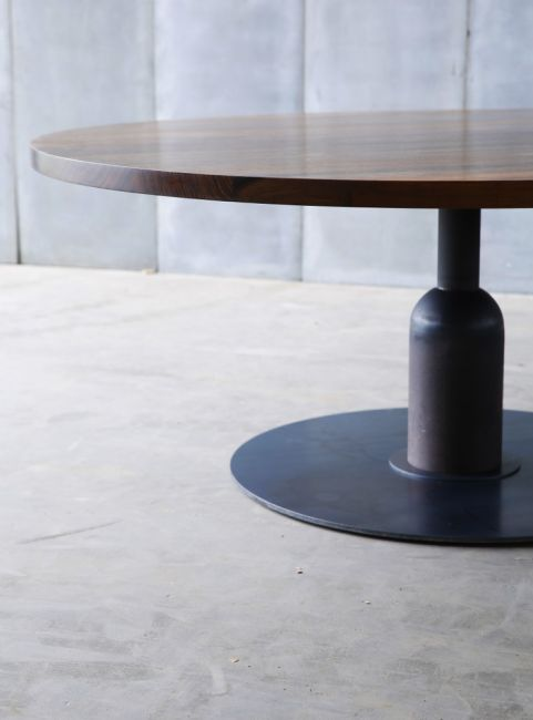 Apollo XXL table – made to measure in African walnut by Heerenhuis