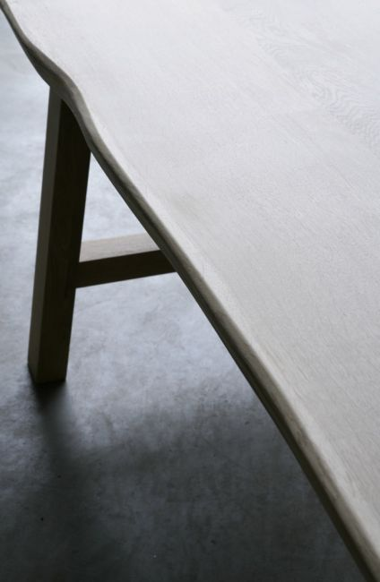 Larbus table in French oak by Heerenhuis