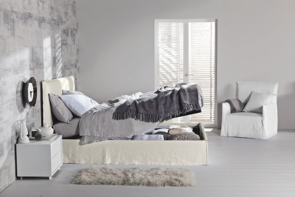 Ghost bed by Paola Navone for Gervasoni