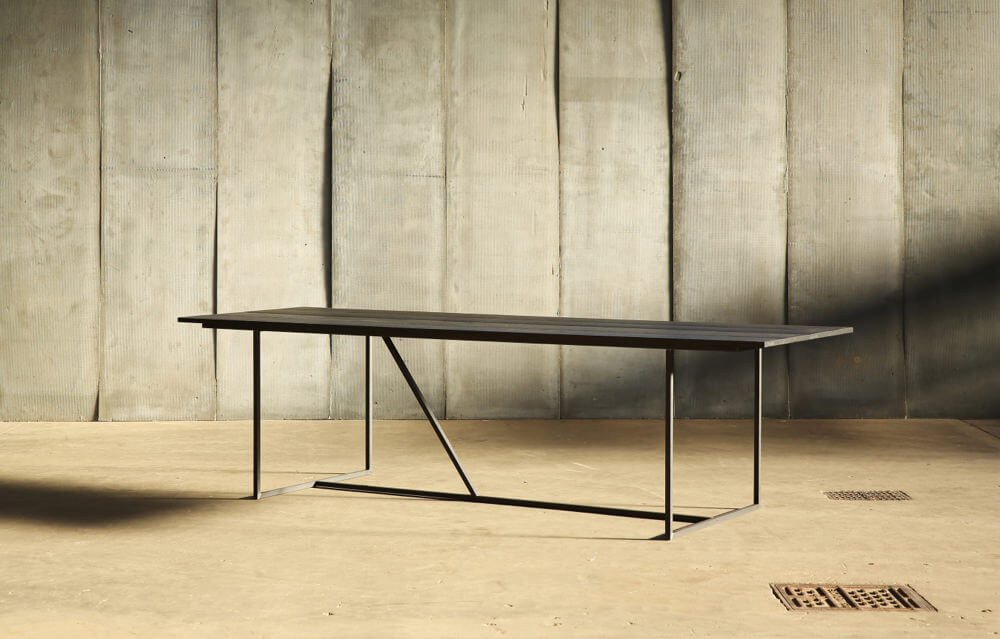 Mesa Nero – a table in distressed French oak by Heerenhuis