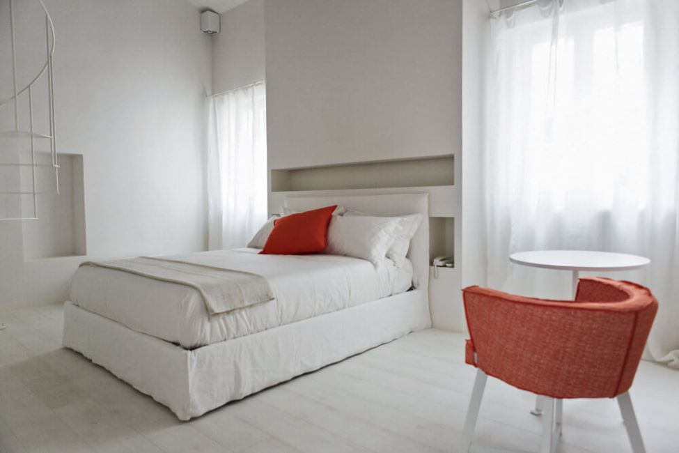 Ghost 80 bed in Lino Bianco designed by Paola Navone for Gervasoni