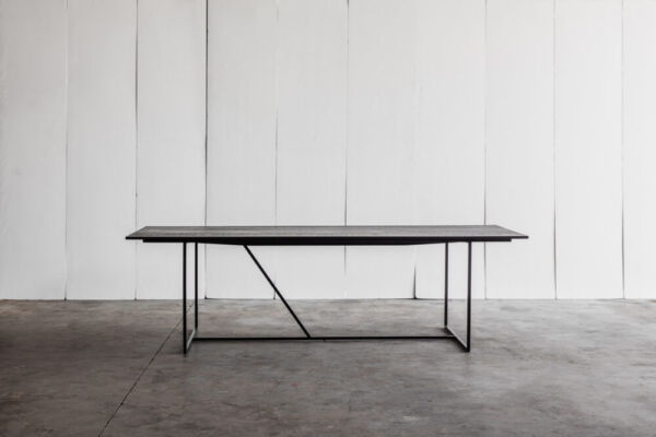 Mesa Nero - a table in solid oak by Heerenhuis
