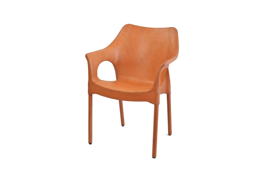 Capiata armchair in natural leather by Sol & Luna