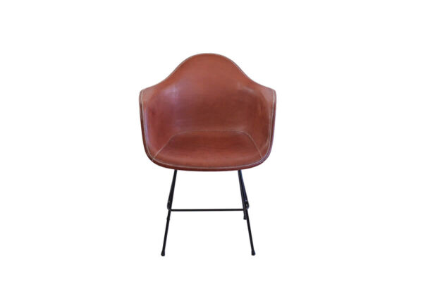 Beto armchair in brown leather by Sol & Luna