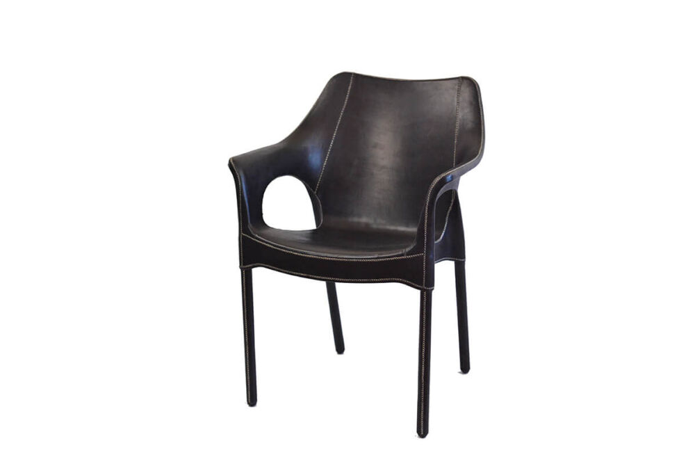 Capiata armchair in black leather by Sol & Luna