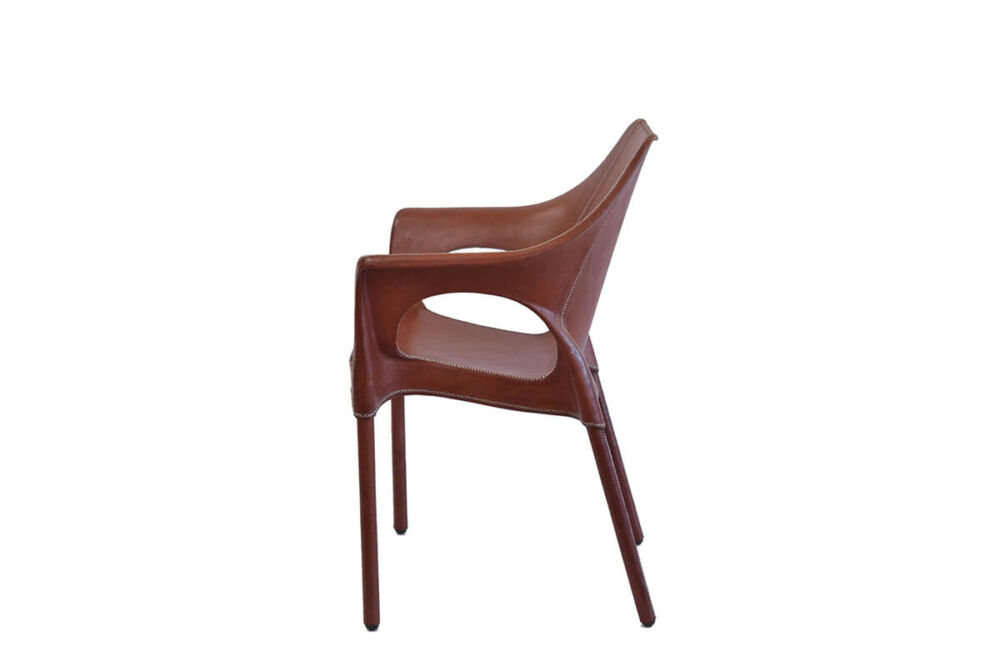 Capiata armchair in brown leather by Sol & Luna