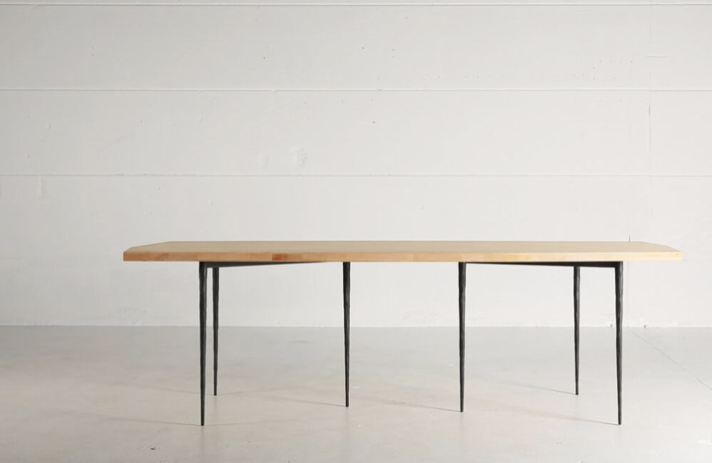 Bisbal Bis – a table in cross laminated oak by Heerenhuis