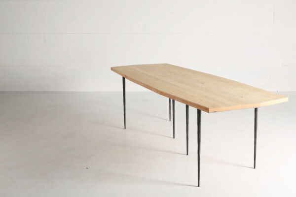 Bisbal Bis - a table in cross laminated oak by Heerenhuis