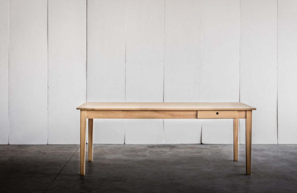 Farmer – a table in solid oak by Heerenhuis