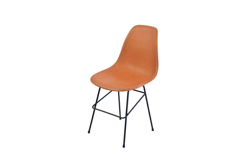 Beto chair in natural leather by Sol & Luna